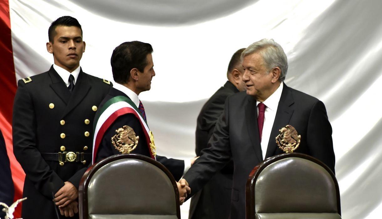AMLO desmiente detención de Peña Nieto en España