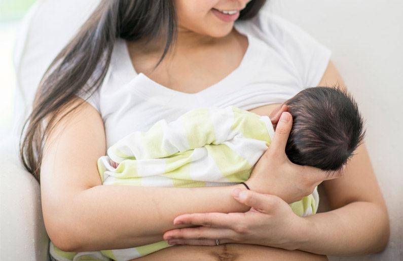 Descubren que leche materna destruye la mayoría de cepas de covid-19