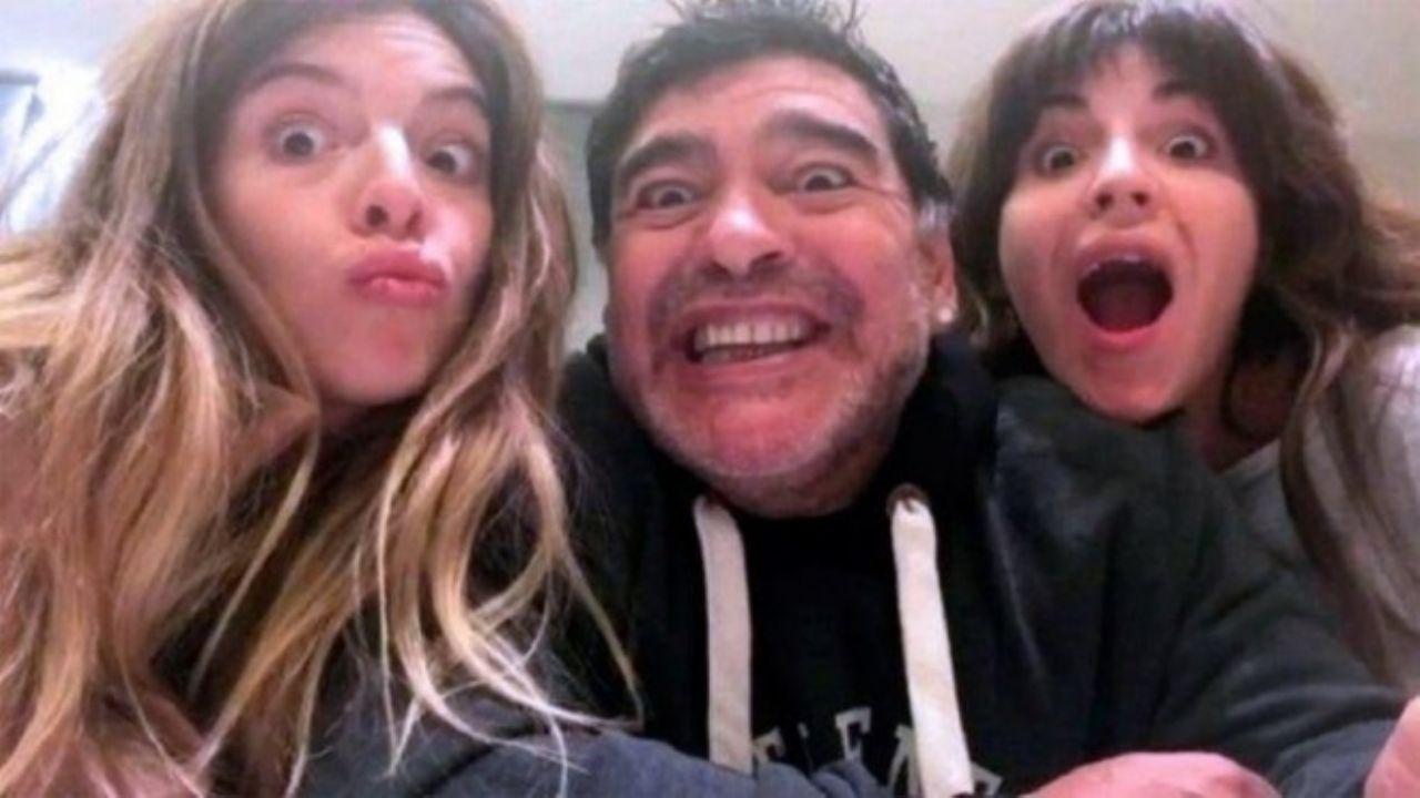 """Reactivan cuenta de Instagram de Maradona tras casi un año; sus hijos prometen mantener su """"fuego"""" vivo"""