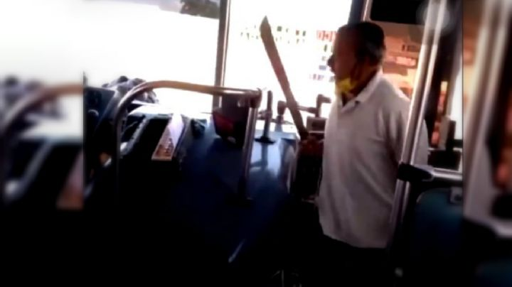 Mototaxista agrede con machete a conductor de camión en Oaxaca (VIDEO)