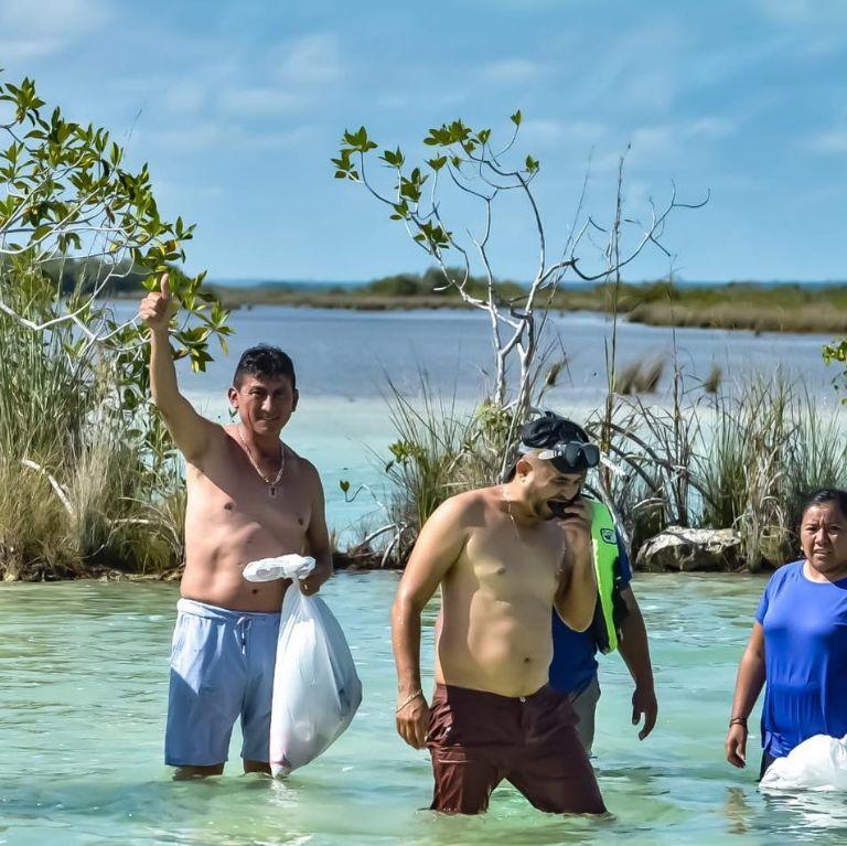 Voluntarios realizan limpieza en el Canal de Los Piratas en Bacalar |  PorEsto