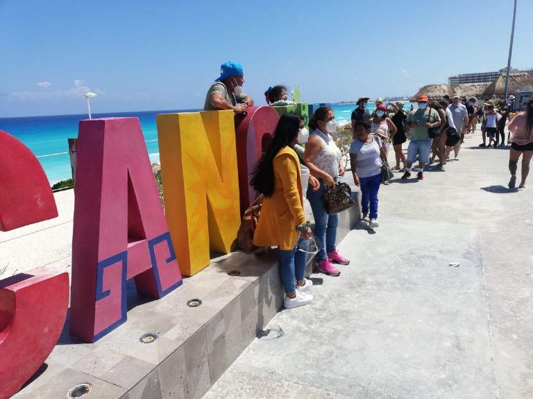 Semana Santa 2021: Playas de Cancún reciben a turistas pese a COVID-19    PorEsto