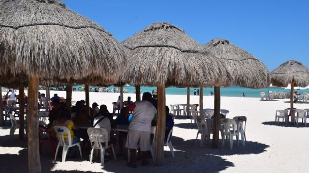 Progreso, Yucatán, recibe a turistas tras reapertura de playas   PorEsto