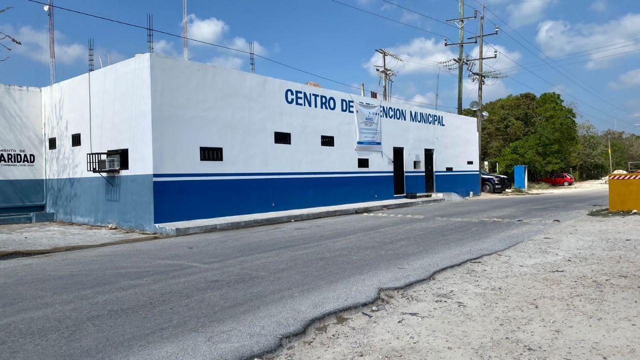 Detienen a cuatro funcionarios del Registro Público de Playa del Carmen |  PorEsto